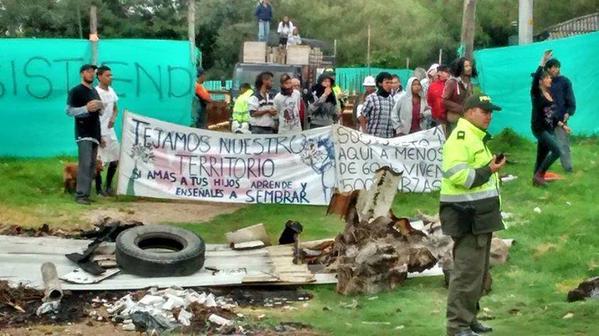 Denuncian abusos del Esmad en desalojo a opositores de proyecto en Humedal la Conejera
